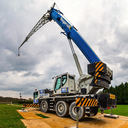 Editorial: 15th April 2017: Namur, Belgium. Big crane high resol
