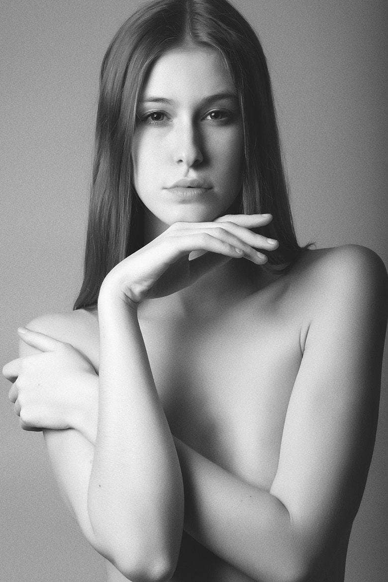 Photograph Nude girl portrait by Alexandre Cicconi on 500px