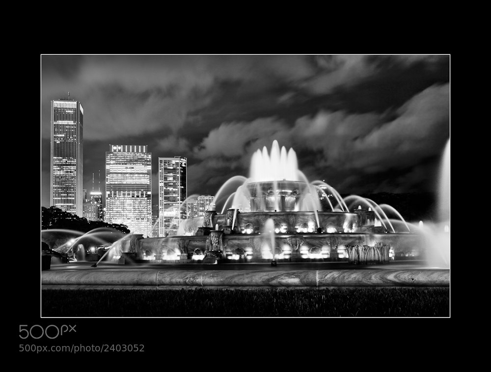 Photograph Buckingham Fountain, Chicago by Ojo Torpe on 500px