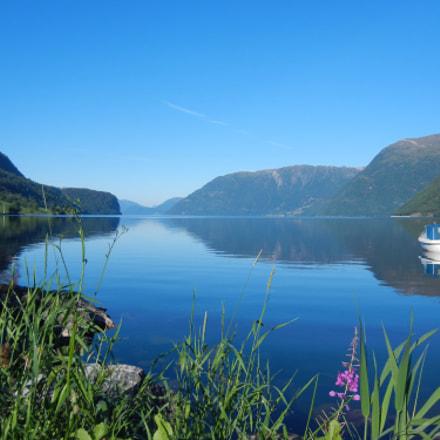 Homindalsvatn Lake, Nikon COOLPIX S8100