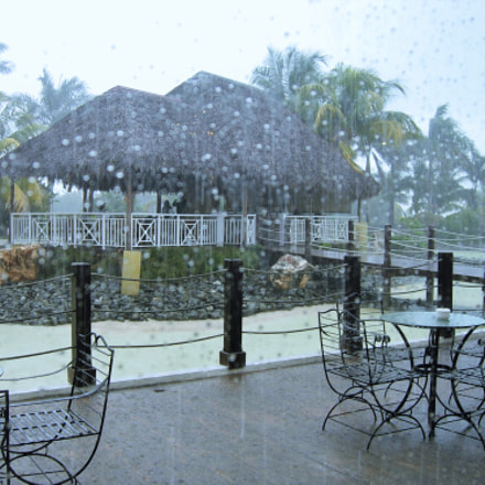 Rain in Cuba, Nikon COOLPIX P4