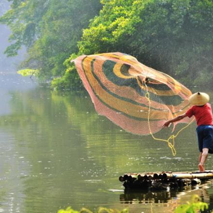Fisherman in the lake, Nikon D7000, Sigma 70-200mm F2.8 EX APO IF HSM