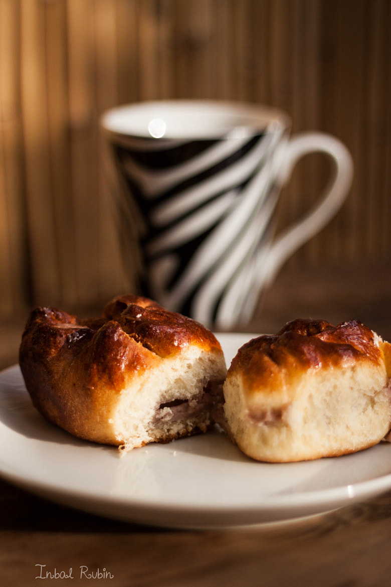 Photograph yeast cake and pull me cake with strawberry cream filling by Inbal Rubin on 500px