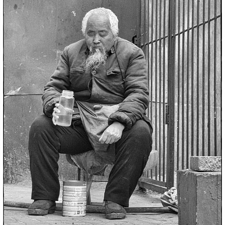Old man in Beijing, Nikon COOLPIX S51