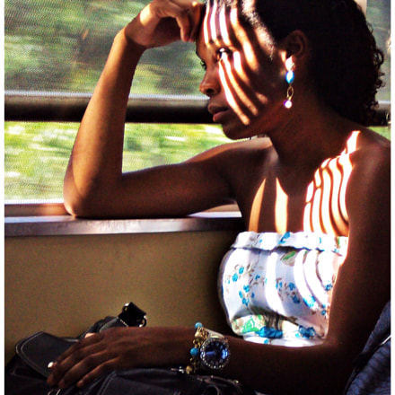 Girl on the train, Sony DSC-S930