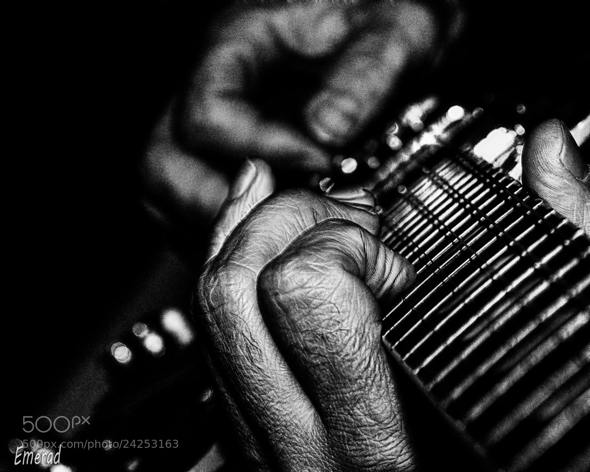 Photograph When my guitar .... by Emilio Cabida on 500px