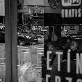#salamanca #streetphoto #streetphotography #cafe #cafeteria #gente #coche #reflejos #trabajo...