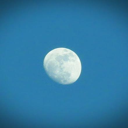 Moon in daylight...caprured by, Canon POWERSHOT SX150 IS