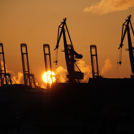 Sunset harbor Hamburg, Sony ILCA-77M2, Tamron 16-300mm F3.5-6.3 Di II PZD
