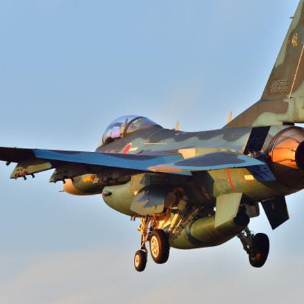 F-2 Landing, Nikon D4, AF-S Nikkor 200-500mm f/5.6E ED VR