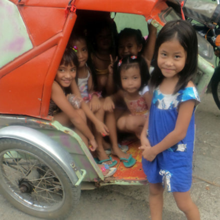 Girls In A Trike, Sony DSC-TF1