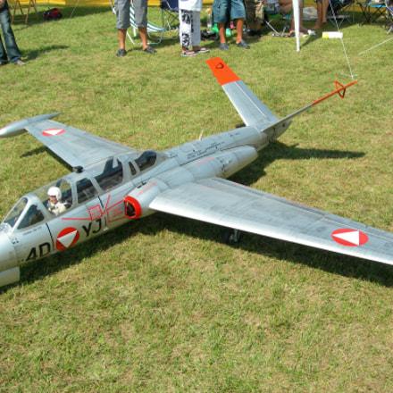 Model aircraft Fouga CM, Nikon E7900