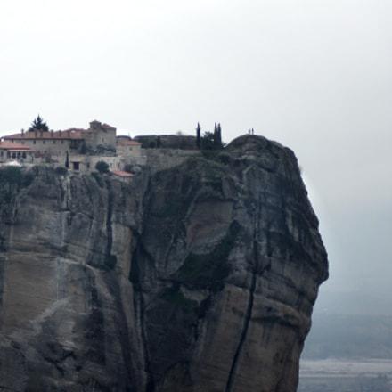 Monastery @ Meteora, Sony DSLR-A580, Tamron AF 70-300mm F4-5.6 Di LD Macro 1:2