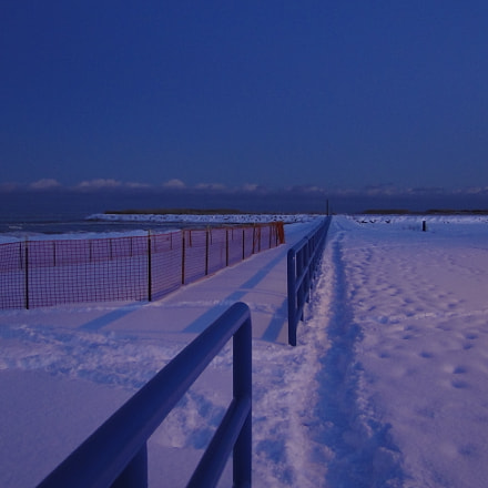 Cold lakefront Manitowoc Wisconsin, Sony DSC-HX1