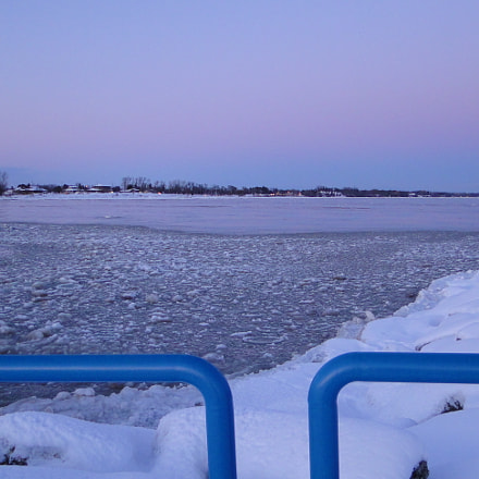 Frigid icy Lake Michigan, Sony DSC-HX1