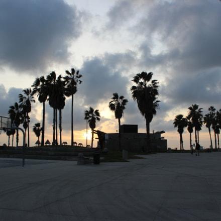 Santa Monica contrast, Canon EOS REBEL T3I, Canon EF-S 18-55mm f/3.5-5.6 IS II