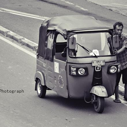 Engine stop.., Nikon D3100, AF Zoom-Nikkor 75-240mm f/4.5-5.6D