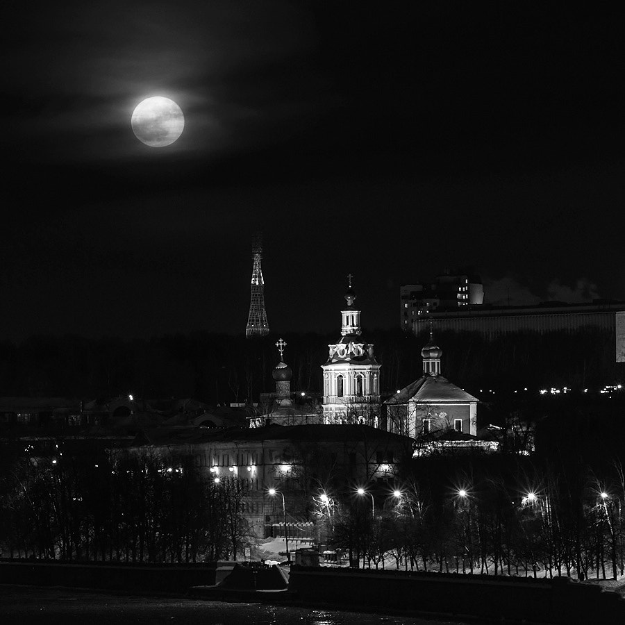 Photograph Fool moon in the city by Grigory Gankin on 500px