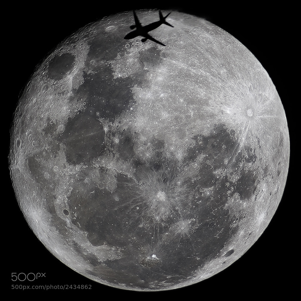 Photograph B737 flying over full moon by Rafael Defavari on 500px