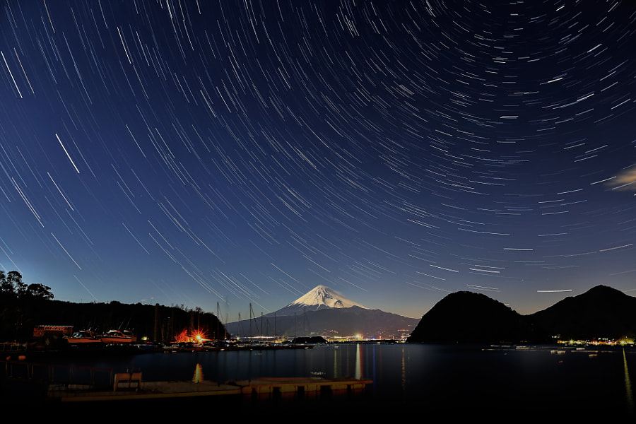 This place is a fishing harbor in Shizuoka pref. 30sec x 40images
