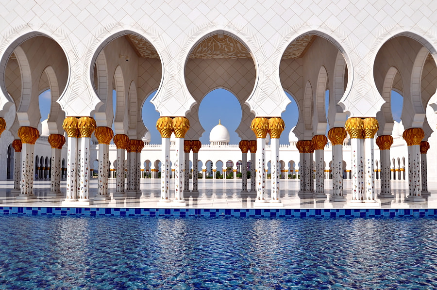 Sheikh Zayed Grand Mosque located in Abu Dhabi (United Arab Emirates). Recently constructed, with materials all over the world, it can accommodate over 40,000 worshipers