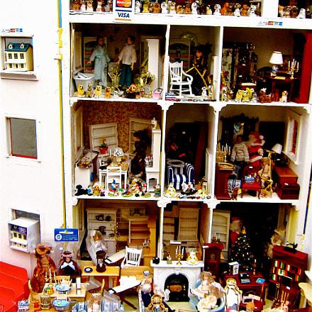 Dolls House for sale, Canon IXUS 300 HS