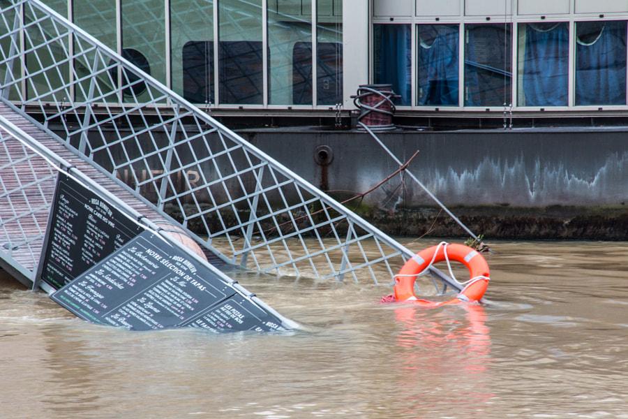 La bouée (the buoy) de Christine Druesne sur 500px.com