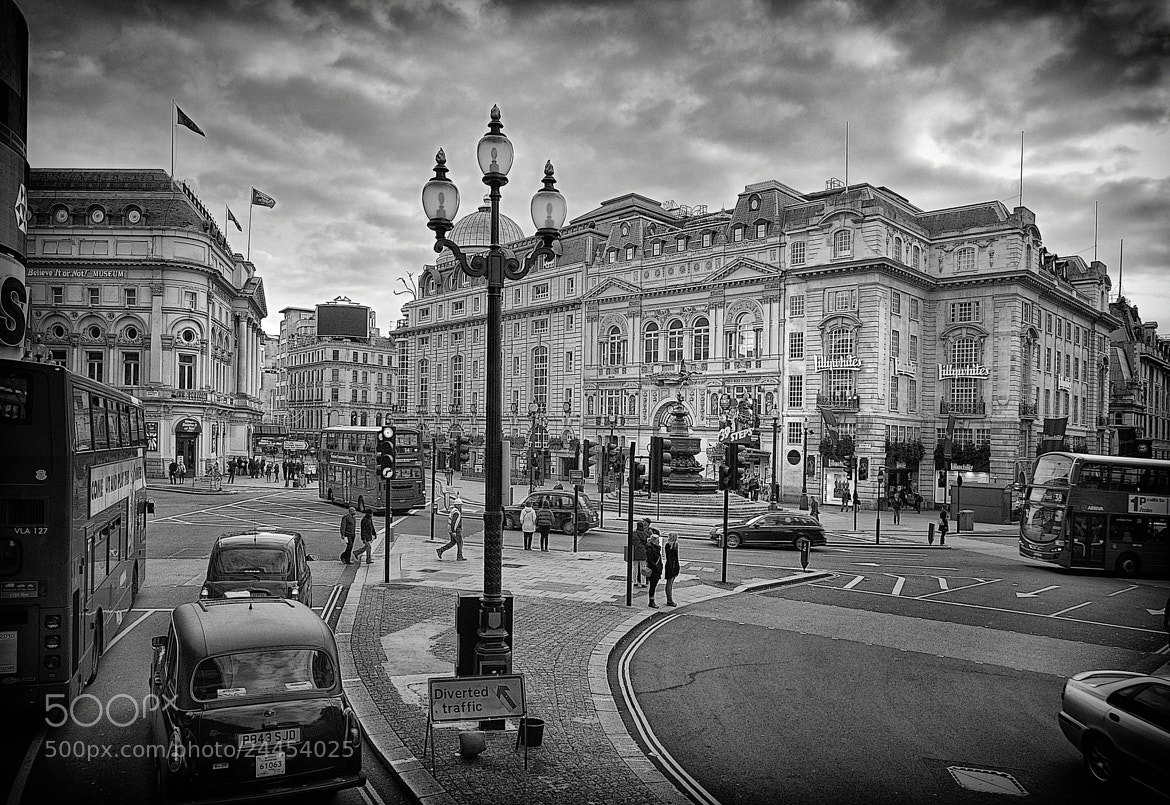 Photograph Piccadilly Circus by mauro maione on 500px