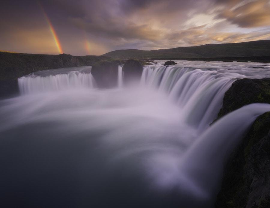 Thunderous Fall of the Gods oleh Iurie Belegurschi di 500px.com