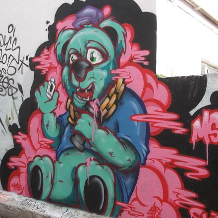 Green Graffiti Bear Trafalgar, Fujifilm FinePix JV250