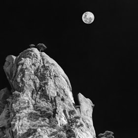 Moon over Huangshan Mt. by Chaluntorn Preeyasombat (ting708)) on 500px.com