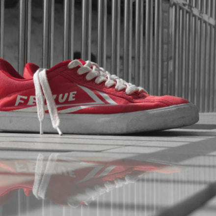 red shoes, Canon IXUS 140