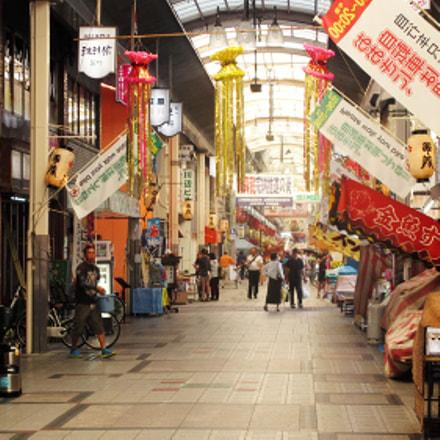 Marketplace in Osaka, Canon IXUS 140