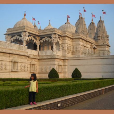 Swami-Narayan Temple London ', Nikon COOLPIX L20