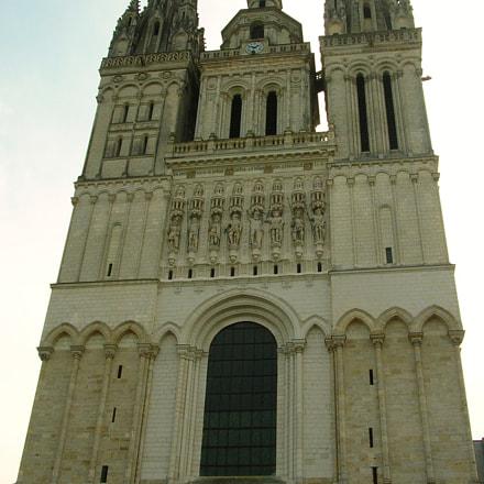 cathedral facade, Nikon E4100