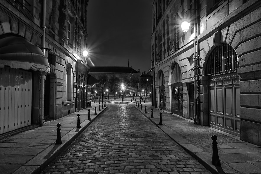 Photograph Place Dauphine by Helder Vinagre on 500px