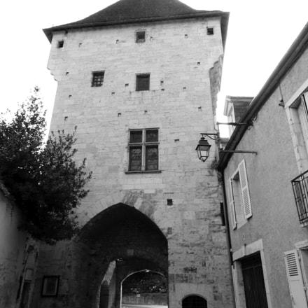 Old gate in Nevers, Panasonic DMC-TZ36