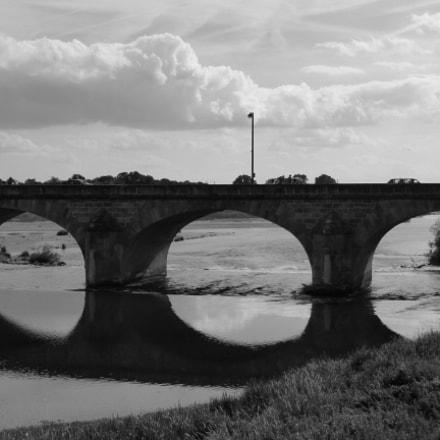 Nevers - bridge arches, Panasonic DMC-TZ36