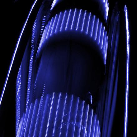 Purple ferris wheel in motion in the night