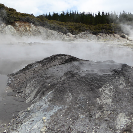 Mud volcano, Panasonic DMC-ZS40