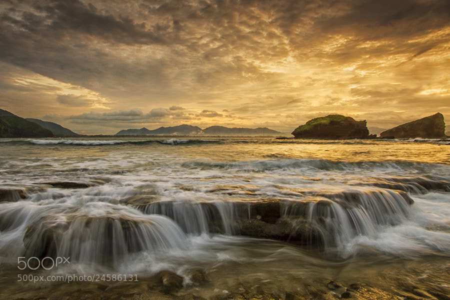 Photograph Waves by Nunu Rizani on 500px