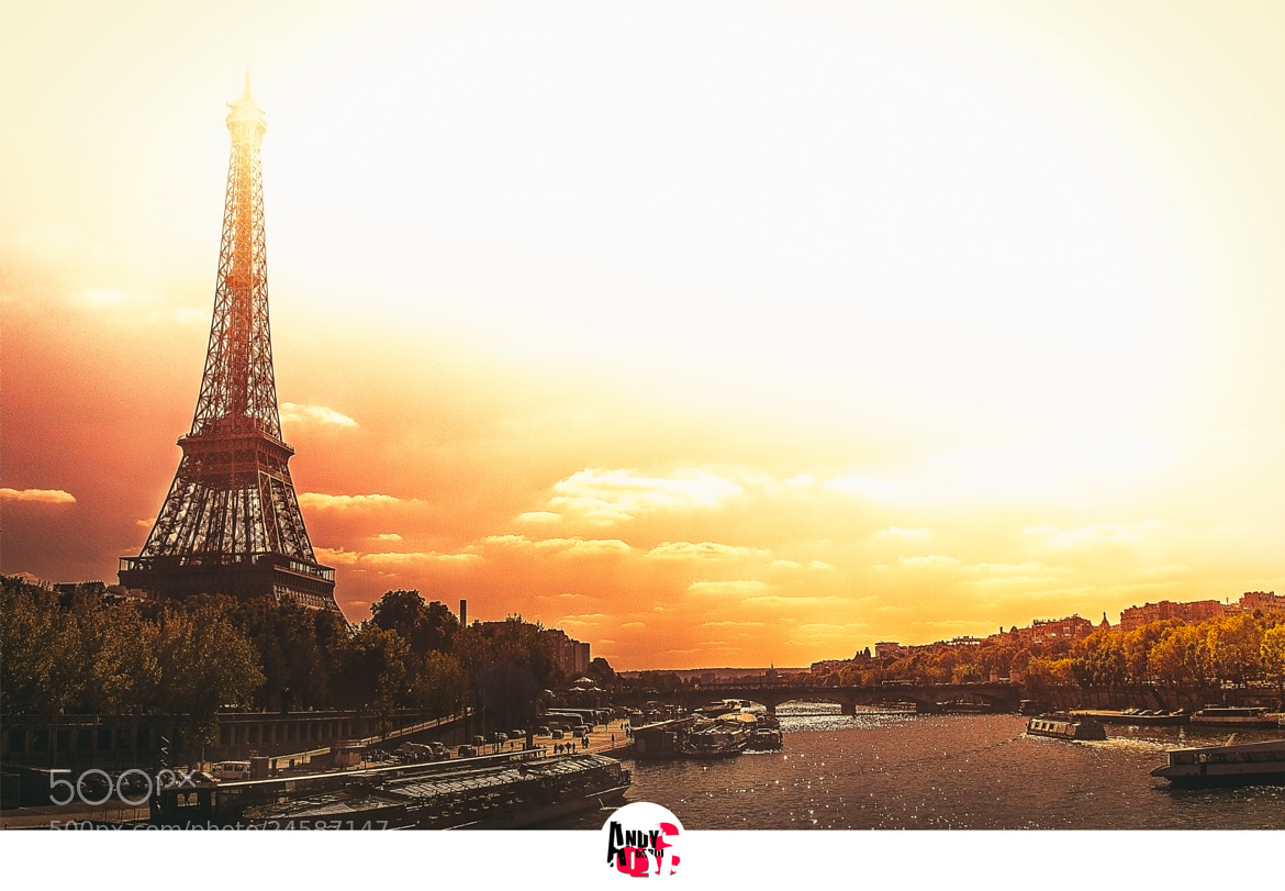 Photograph over the Seine by Andy Quarius on 500px