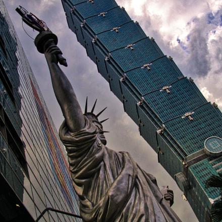 Taipei and Lady Liberty, Sony DSC-F828