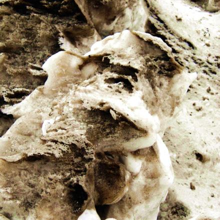 Troll dirty snow by, Sony DSC-P93