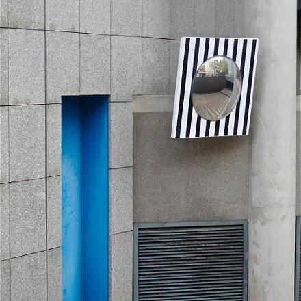 blue door, Sony DSC-H55