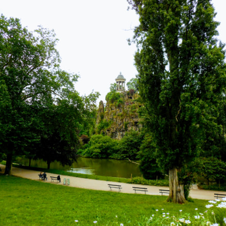 Parc des Buttes-Chaumont, Paris 19, Nikon COOLPIX S5300