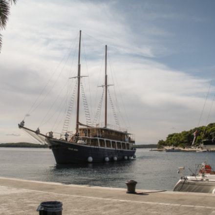 Boat on marine, Nikon COOLPIX S550
