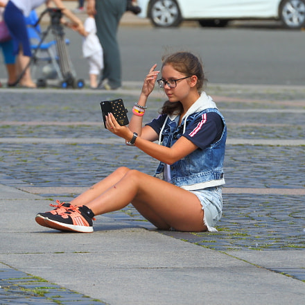 Girl makes a selfie, Canon EOS 5D MARK III, Canon EF 70-300mm f/4-5.6L IS USM
