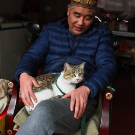 The man with cat, Canon EOS 5D MARK IV