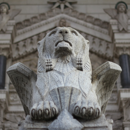 Lion statue at the, Canon EOS 600D, Canon EF 50mm f/1.8 II